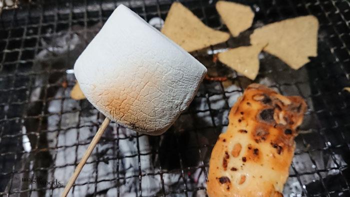 自宅でキャンプ飯、キャンプギアを使った家飯炭火マシュマロ